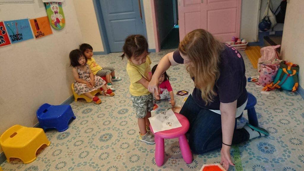 国分寺|インターナショナル・プリスクール|Colors and Father's Day Craft