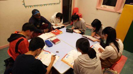 国分寺 英会話(中学生) ジュニアハイキッズ〜レッスンの様子(文法)